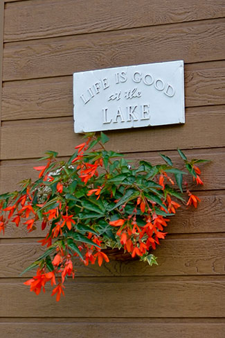 plaque - Life is Good at the Lake