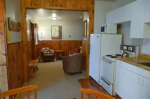 Inside Twin Verandas Cottage